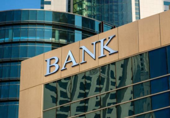2020-11-18_12h45_31 地方銀行員の給料と結婚生活の実態は?リアルな現実教えます!