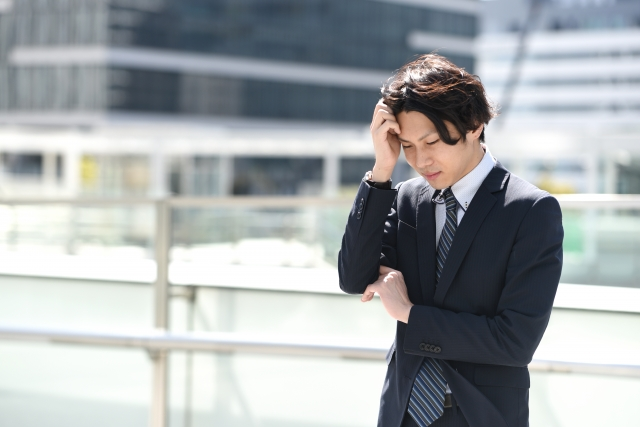 4906568_s 地方銀行から未経験でIT業界に転職し現在はフリーランスとして働く男性の成功事例