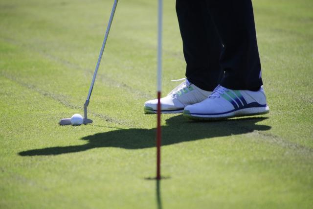 4917953_s 地方銀行・信用金庫の社員にゴルフは必要?その理由とは?